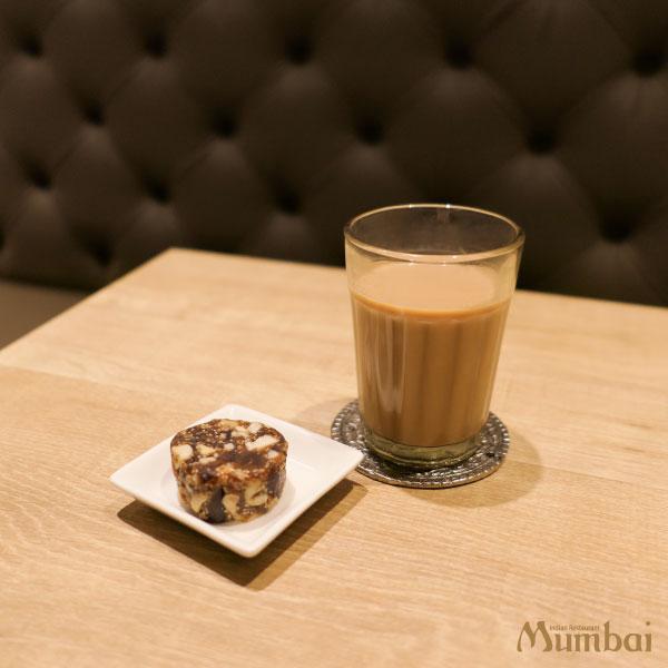 ムンバイマサラチャイとデーツ&ナッツバルフィ