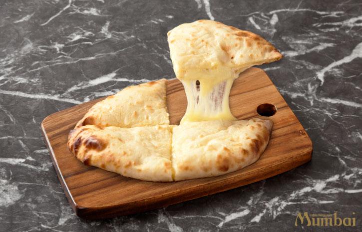 チーズナン Cheese Naan インド料理ムンバイ ムンバイダイニング ゴーゴームンバイ ムンバイエクスプレス ナンエクスプレス インドカレー 東京 埼玉 神奈川 千葉 茨城