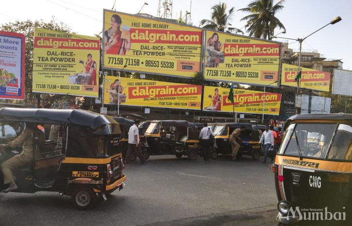 オートリキシャ― インドの道路 インド旅行 ムンバイ India Mumbai