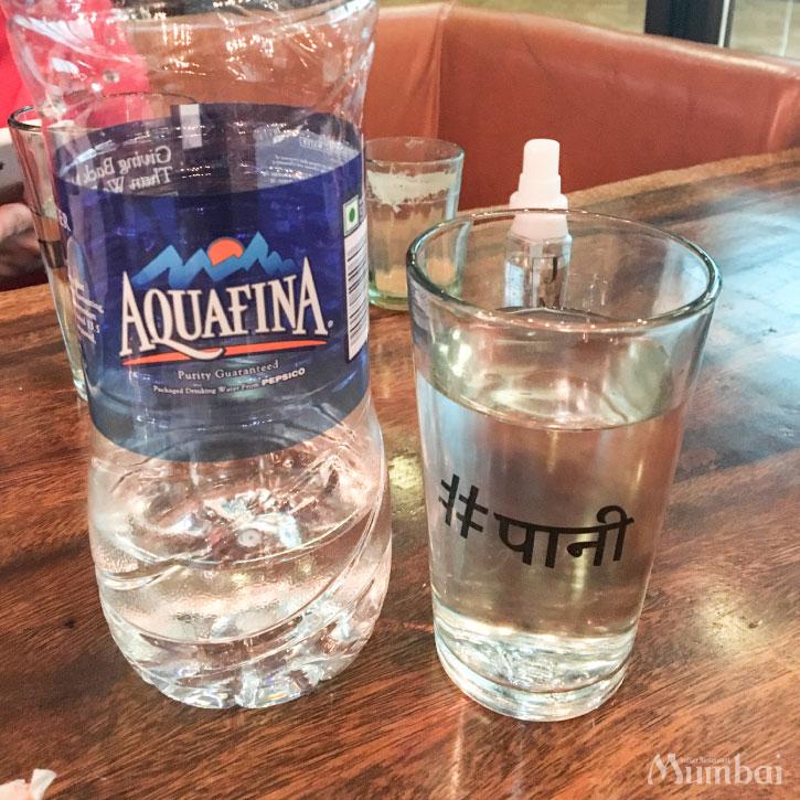 水 カフェ Social コップ ヒンディー語 インド旅行 ムンバイ India Mumbai